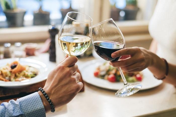 Воздержитесь от вина, даже от сухого. / Фото: g-switch.org