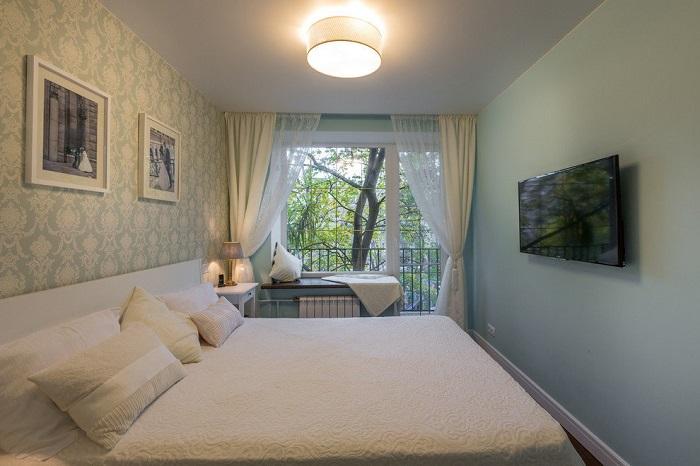 Одной лампы в спальне недостаточно. / Фото: Mebeus.com