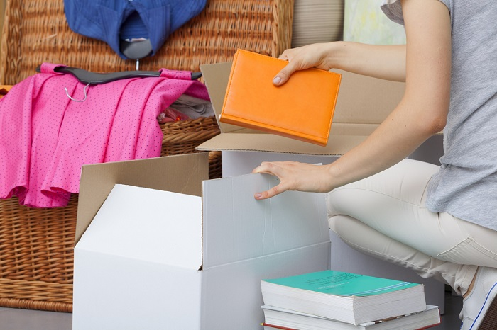 Ненужные вещи сложите в коробки. / Фото: dekormyhome.ru