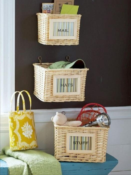 Плетеные корзинки нужны для хранения личных вещей. / Фото: pinterest.ru