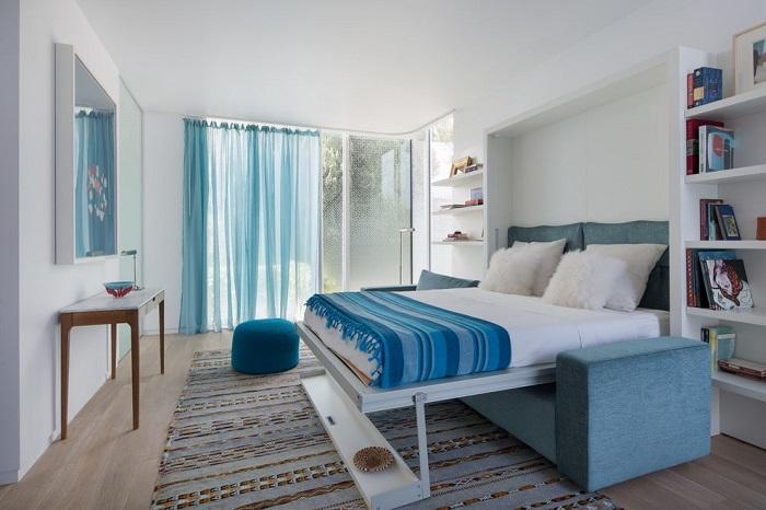 Диван-кровать выполнит функцию сразу двух предметов мебели. / Фото: sevenrooms.net.ua