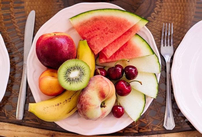 В свежих фруктах много витаминов. / Фото: vserastenija.ru
