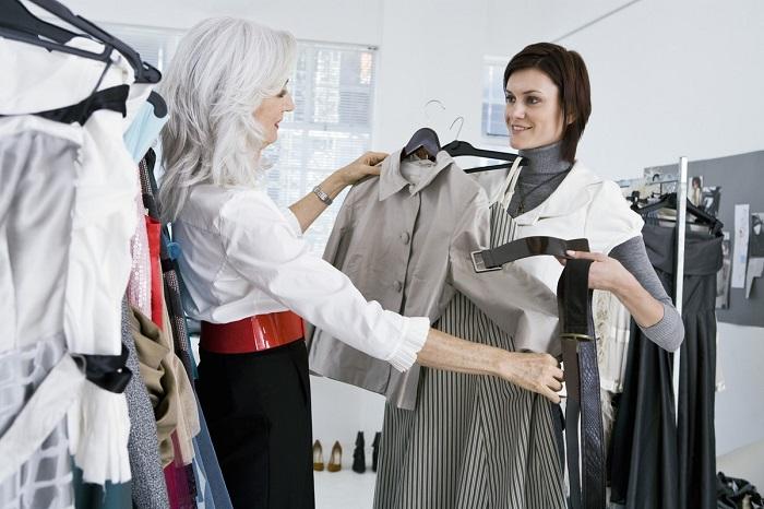 Консультант сделает любой комплимент, чтобы вы купили вещь. / Фото: pinterest.ru