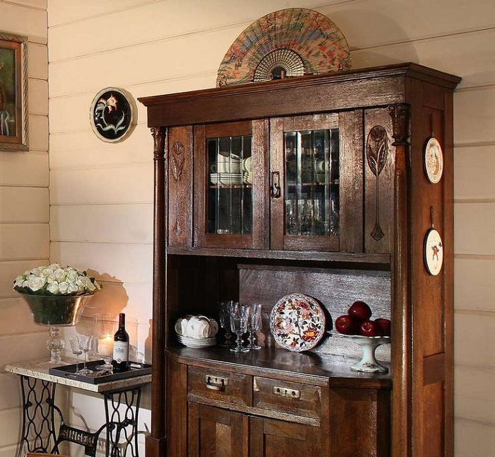 Деревянная мебель смотрится роскошно и красиво. / Фото: pinterest.ru