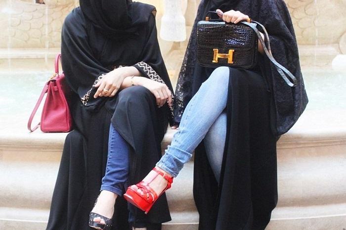 В Иране студенткам запрещено носить джинсы. / Фото: Vhijabe.ru