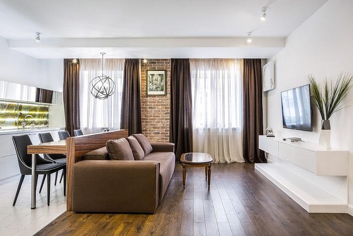 Гостиную и кухню можно разделить спинкой дивана. / Фото: design-homes.ru