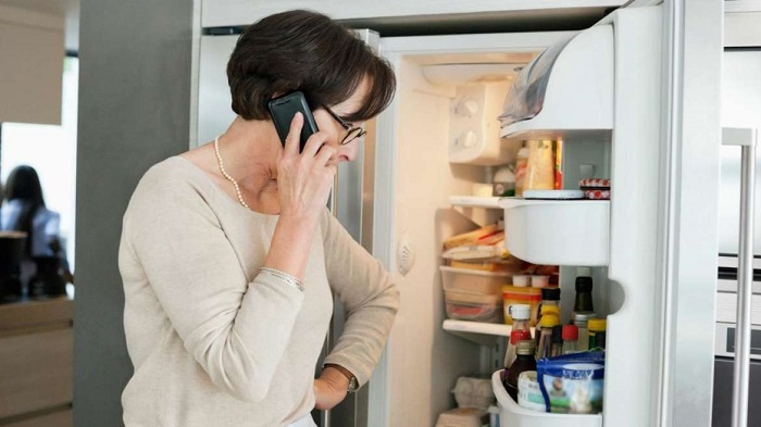 Перед тем, как идти в магазин, проверьте содержимое холодильника. / Фото: sdelai-lestnicu.ru