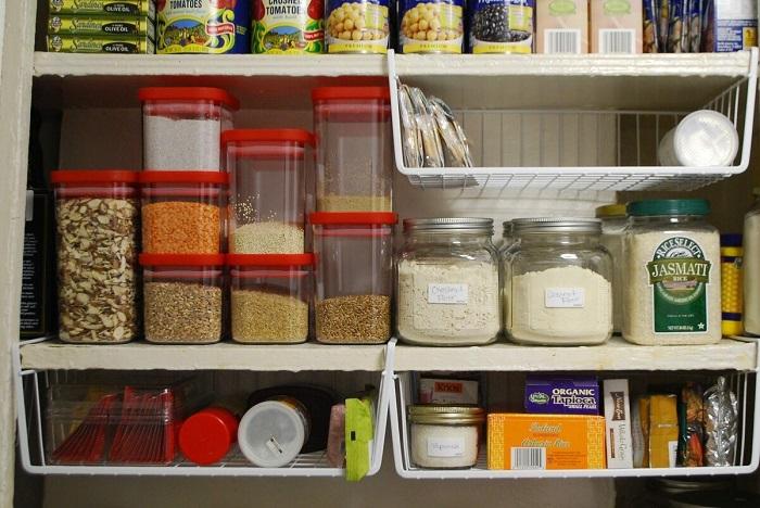 На каждой полке должна находиться определенная категория продуктов. / Фото: inmyroom.ru
