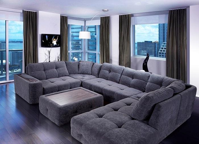 Габаритные секционные диваны нужно заменять на более лаконичные модели. / Фото: santech.in.ua
