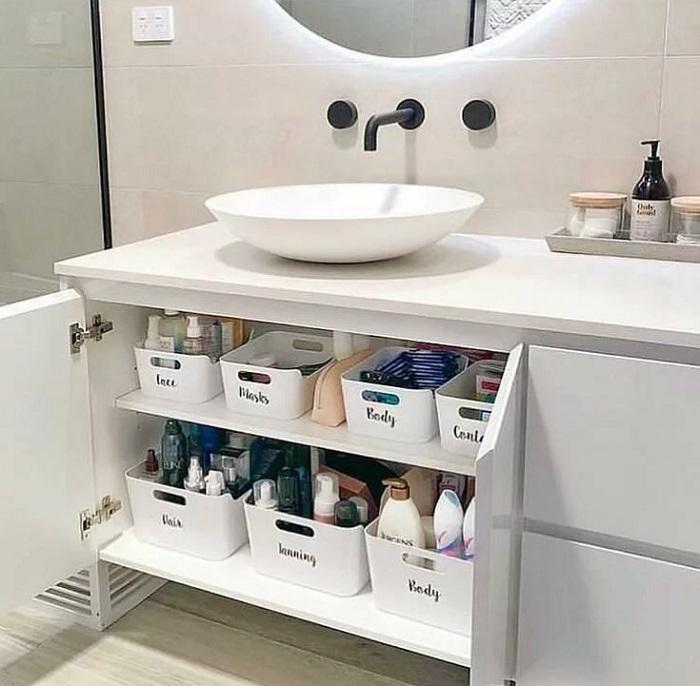 В ванной нужно продумать хранение. / Фото: pinterest.ru