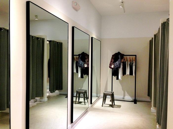 Зеркала во весь рост визуально стройнят. / Фото: Zen.yandex.ru