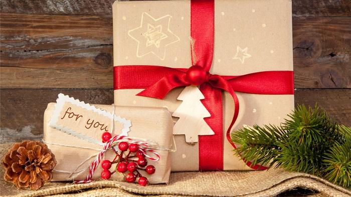 Подарки лучше выбирать заранее, не торопясь. / Фото: goodfon.ru