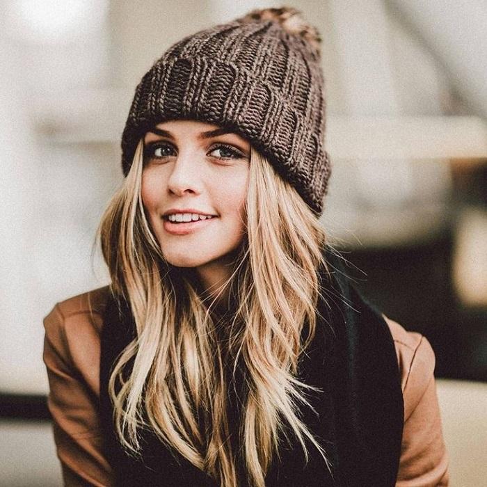 Вязаные шапки с бубоном теплые и стильные. / Фото: static.tildacdn.com