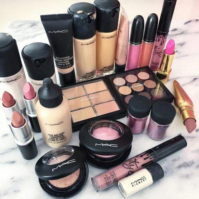 Сфотографируйте косметику и выложите на авито или юле. / Фото: youla.ru