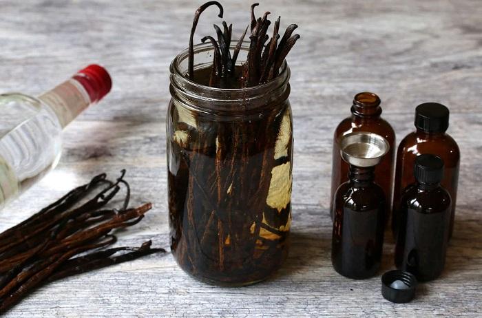 Для приготовления понадобятся стручки ванили и алкоголь. / Фото: econet.ru