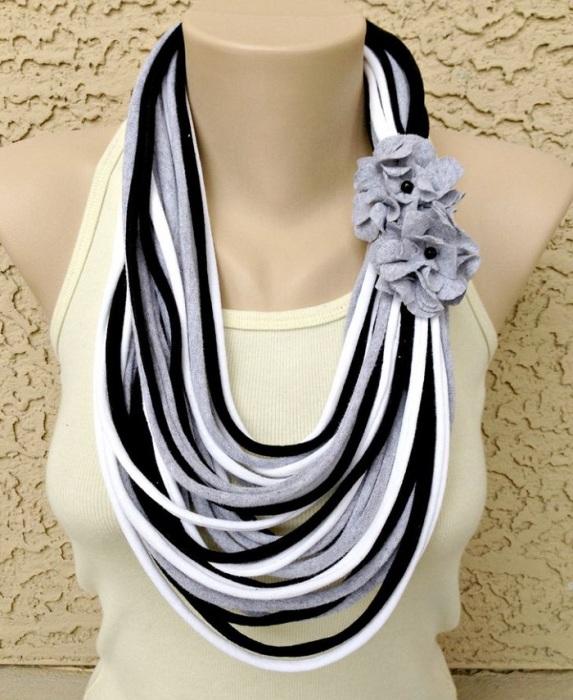 Оригинальный шарф из футболки. / Фото: budvtemi.com