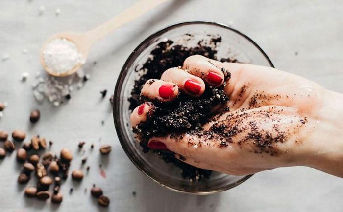 Кофейный скраб отлично подходит для лица и тела. / Фото: mirtesen.ru