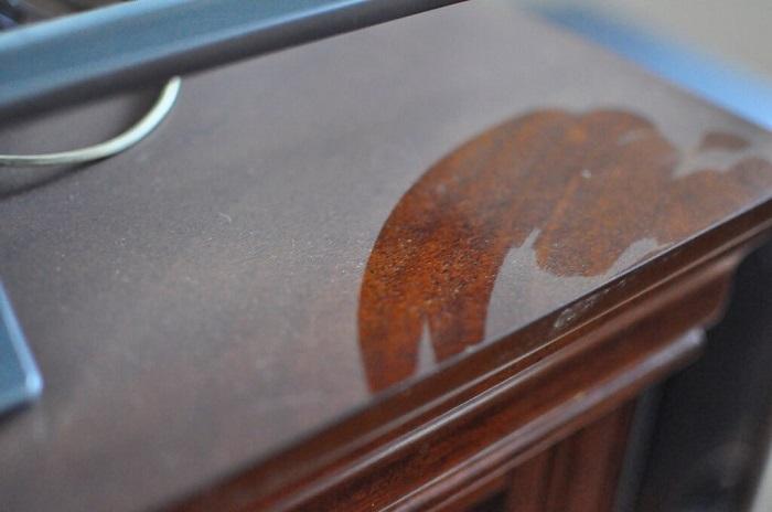 На поверхности шкафов скапливается много пыли. / Фото: Sm-news.ru