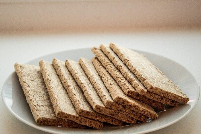В состав хлебцев входит грубая клетчатка. / Фото: zen.yandex.com