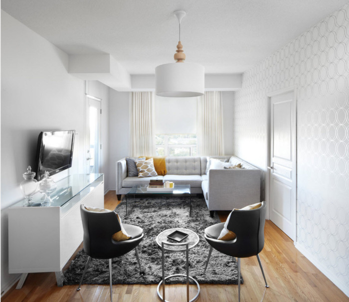 Белые стены визуально увеличивают пространство. / Фото: dizainexpert.ru