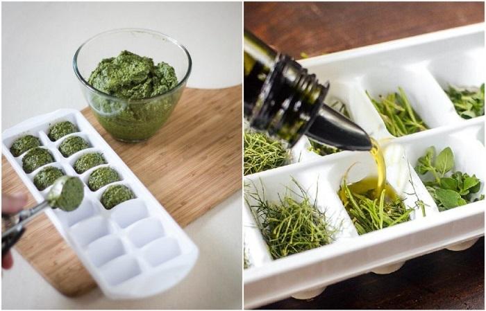 Соусы и зелень можно поместить в формочки для льда