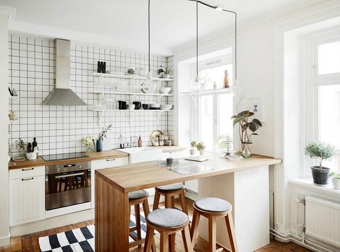 Белая кухня всегда смотрится выигрышно. / Фото: bucwar.ru