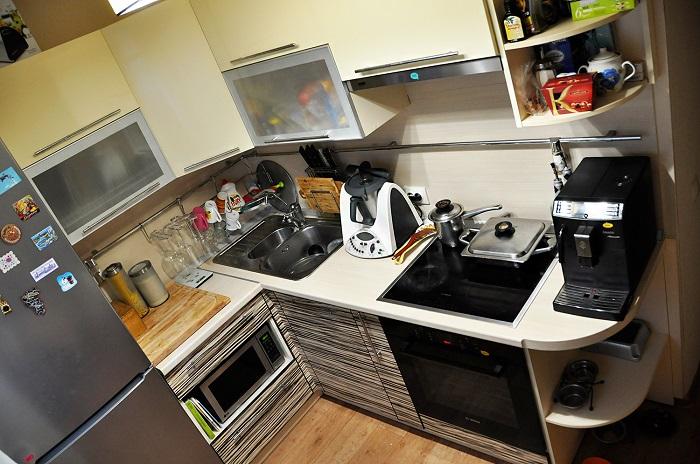Когда на столешнице много лишних предметов, они создают хаос. / Фото: static.ngs.ru