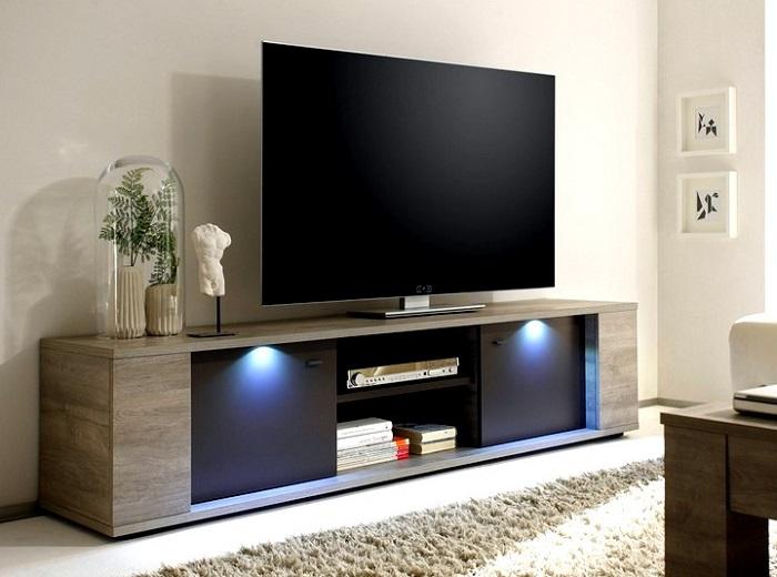 Тумбы под телевизор занимают слишком много места. / Фото: Kakpostroit.su