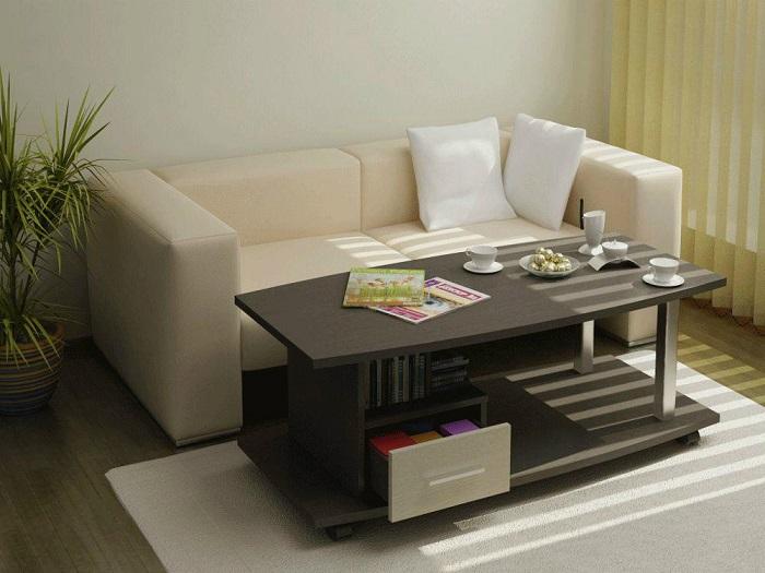 Журнальный столик нельзя ставить вплотную к дивану. / Фото: Sofme.ru