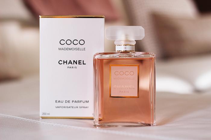 Классический аромат, подходящий для девушек любого  возраста. / Фото: Zen.yandex.ru