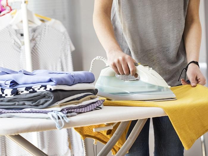 Считается, что постельное нужно гладить после стирки, чтобы уничтожить бактерии. / Фото: Pinterest.es