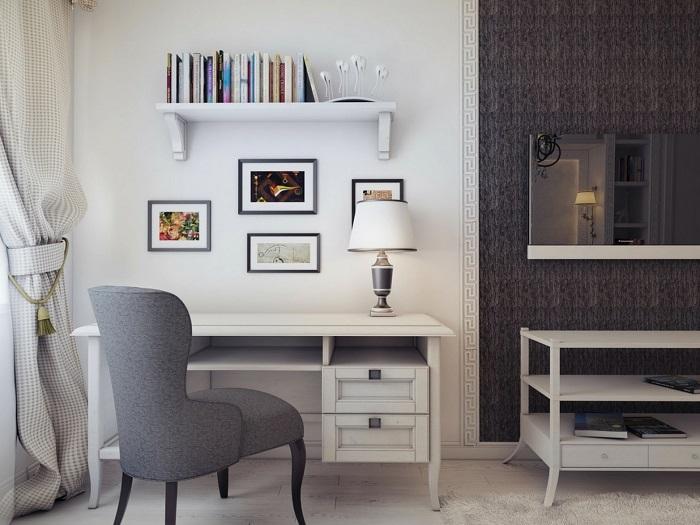 Стол около стены не позволяет зонировать пространство. / Фото: dekoriko.ru