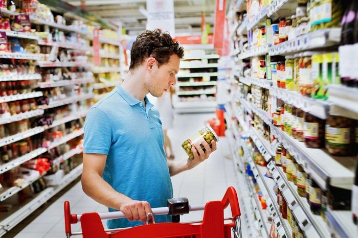 Мужчина практически не подвержены импульсивным покупкам, в отличие от женщин. / Фото: ru.toluna.com