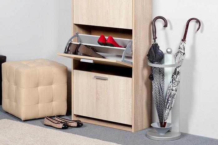 Обувница поможет держать вашу обувь в порядке и сэкономит место в коридоре. / Фото: roomester.ru