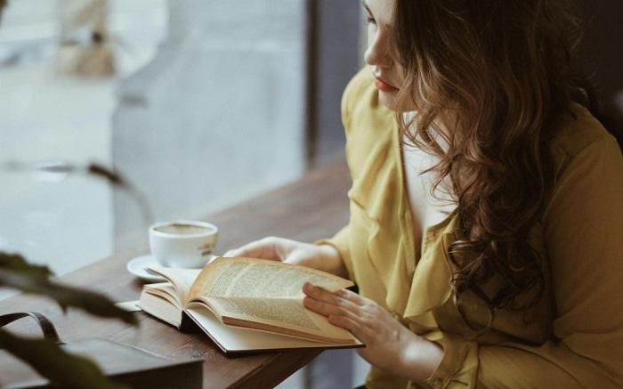 Кадр с книгой получится непринужденным и романтичным. / Фото: stil.mirtesen.ru