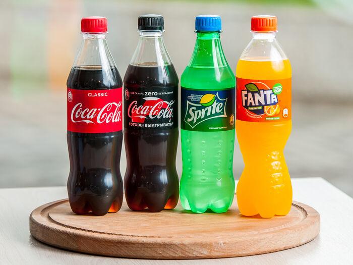 Газированные напитки содержат сахар, поэтому замерзают медленнее. / Фото: eda.yandex