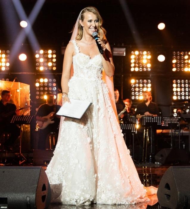 Свадебное платье от израильского бренда Galia Lahav. / Фото: 7sisters.ru