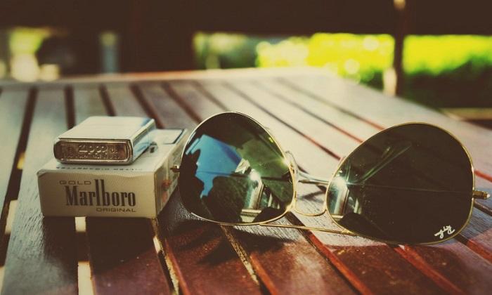 Сигареты за границей стоят очень дорого. / Фото: 8plus1.ru