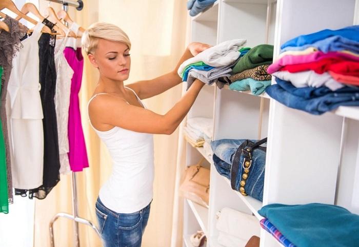 Складывайте одежду аккуратными стопками. / Фото: takprosto.cc