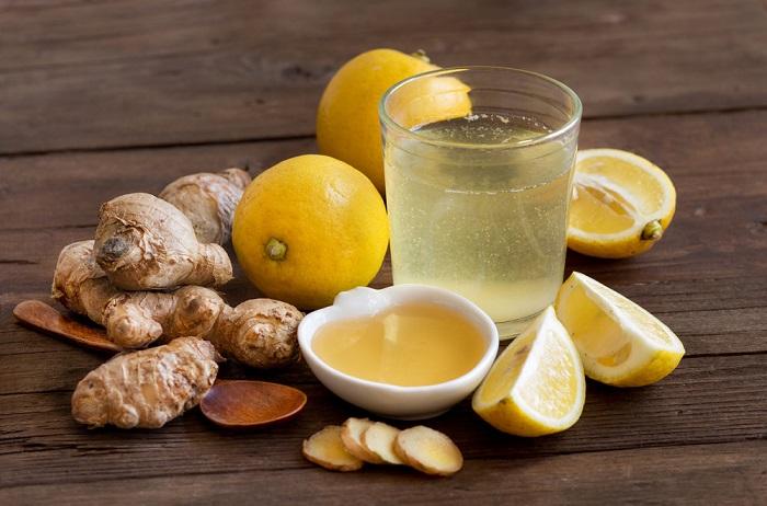 Полезный напиток из лимона, имбиря, воды и меда. / Фото: All-dieta.ru