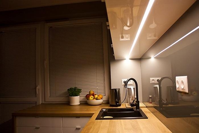 Отдельно нужно выделить светом рабочую зону. / Фото: Aredi.ru