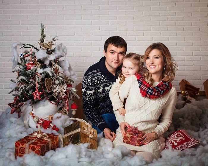 Сфотографируйтесь раньше, чтобы получить готовые снимки к Новому Году. / Фото: babyblog.ru