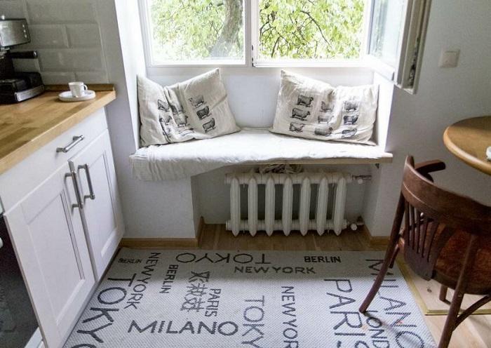 Уютная скамья для сидения на кухне. / Фото: Build-together.ru