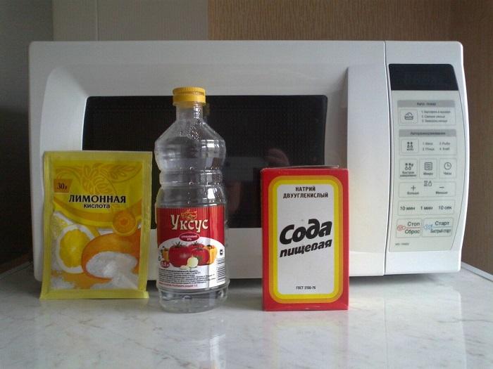 От уксуса и лимонной кислоты на поверхности остаются пятна. / Фото: Chafan.ru