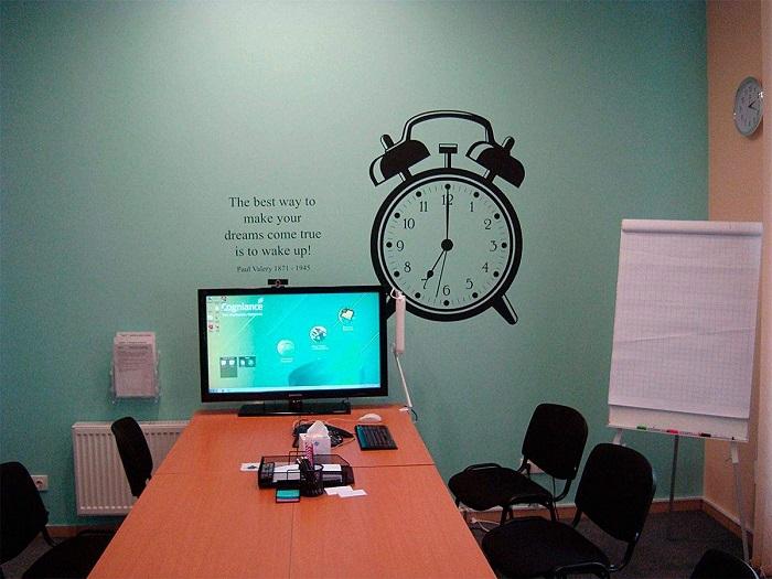 Мотивирующие наклейки с часами и надписью. / Фото: Chinacheap.ru