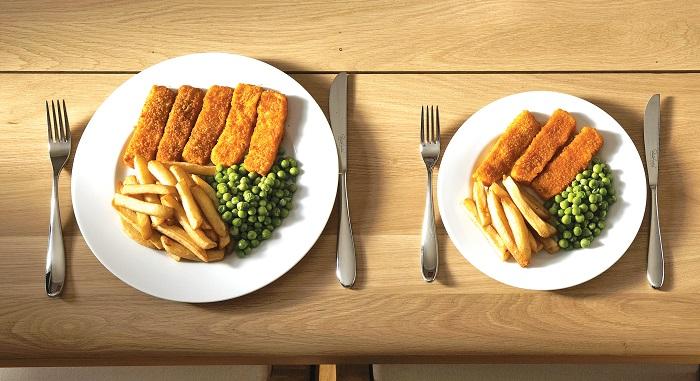 Накладывайте еду в маленькую тарелку. / Фото: Clinic.medic.today