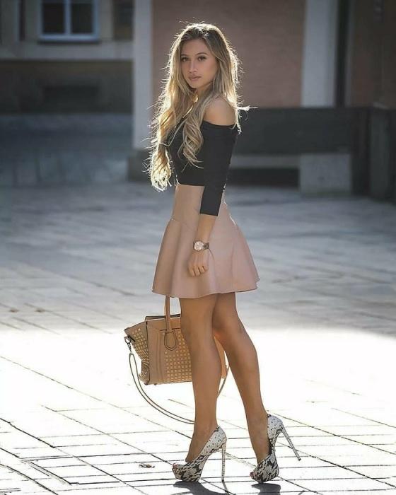 Шпильки и мини-юбка выглядят вульгарно. / Фото: Cz.pinterest.com