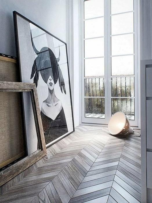 Картины на полу могут мешать хозяевам и гостям. / Фото: Designstilno.ru