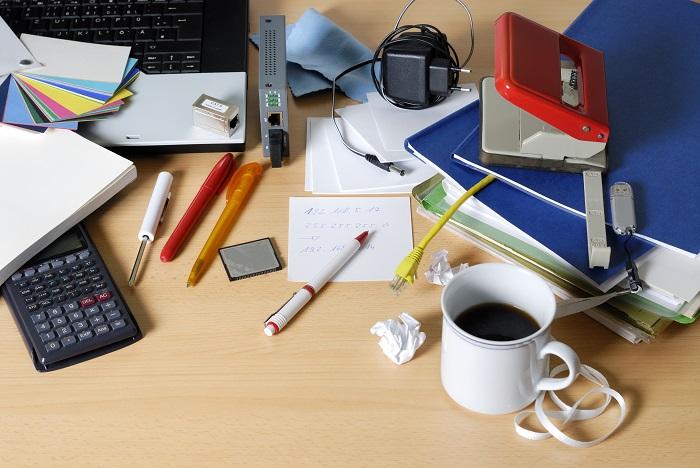 Беспорядок на рабочем столе. / Фото: Devonintlgroup.com