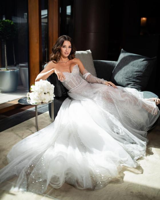 Мария Белова в  платье-бюстье от бренда MUSA wedding. / Фото: top15moscow.ru